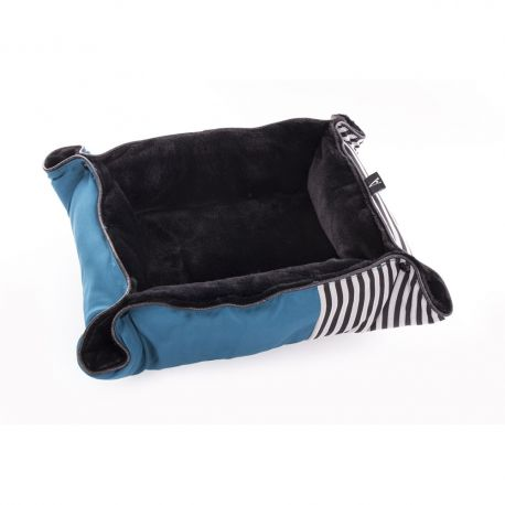 Cosy 2 en 1 : corbeille douillette ou plaid confortable. Livré plié. A poser sur un canapé, un rebord de fenêtre ou dans le fon